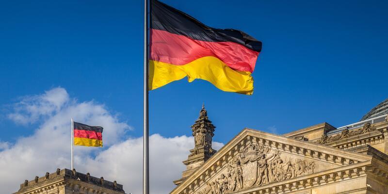 Merkel açıkladı: Almanya yabancı işçi alımı yapacak