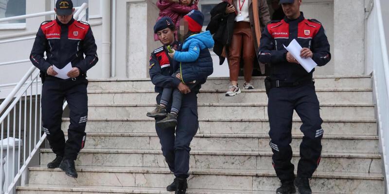 Jandarma mevsimlik işçi oldu, kayıp çocuğu buldu