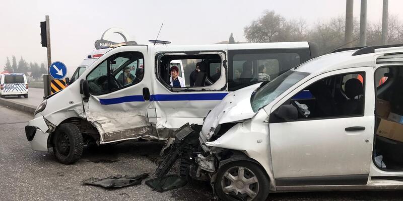 Hasta taşıyan minibüs kaza yaptı