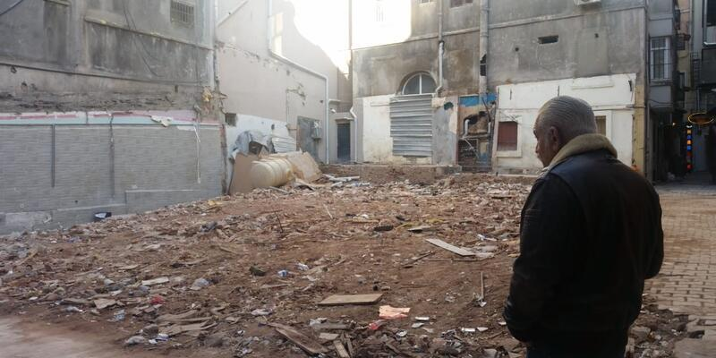 Beyoğlu'nda tarihi bina yıkıldı