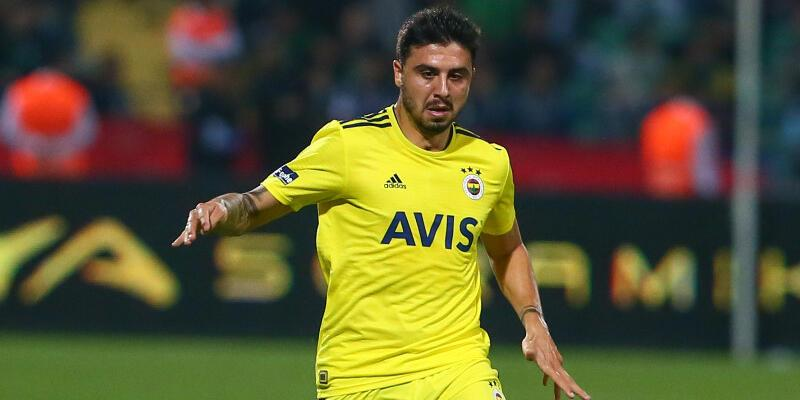 Fenerbahçe iki futbolcuya imza attırıyor