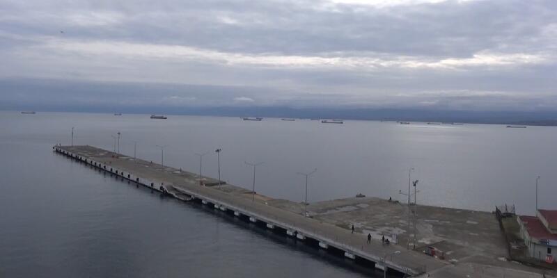 Fırtınadan kaçan gemiler Sinop Limanı'na sığındı