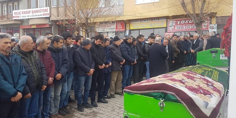 İzmir'de öldürülen doktor eşi Hatice Gülcemal Sivas'ta toprağa verildi