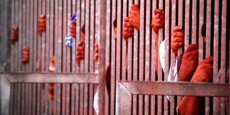 Hapishane savaş alanına döndü! Mahkumlar birbirine girdi