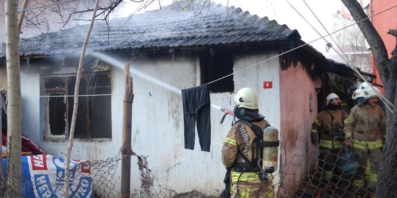 Tuzla'da gecekondu yangın çıktı
