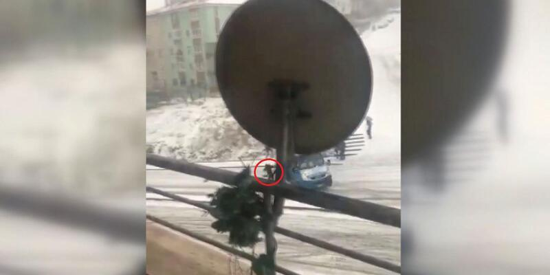Ankara'da kardan dolayı kayan minibüsten atlayan yolcu yaralandı