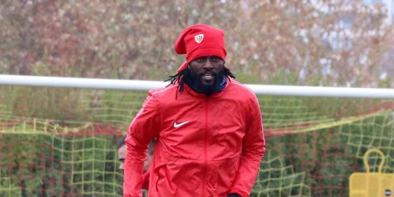 Emmanuel Adebayor Süper Lig'de kalabilir