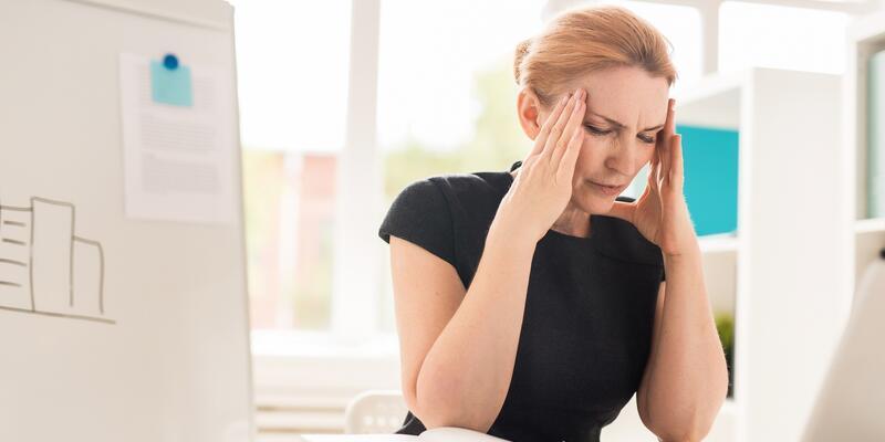 Uzun süre bilgisayar kullanımı göz sağlığını tehdit ediyor