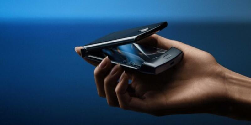 Motorola Razr özellikleri ve fiyatı ile cep yakıyor