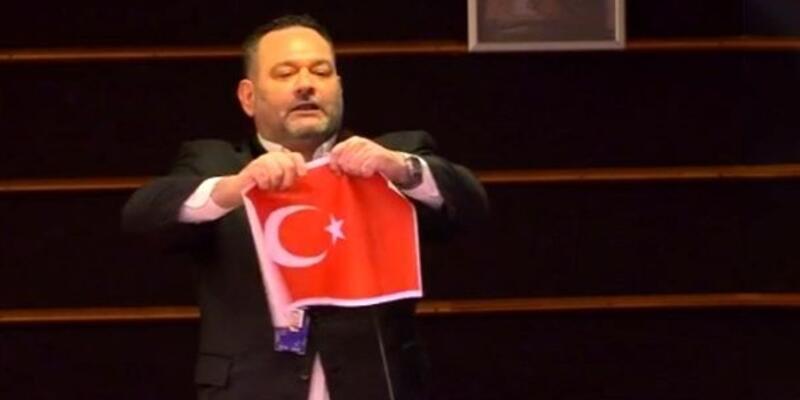 Son dakika... Türk bayrağını yırtan Yunan vekil hakkında soruşturma başlatıldı