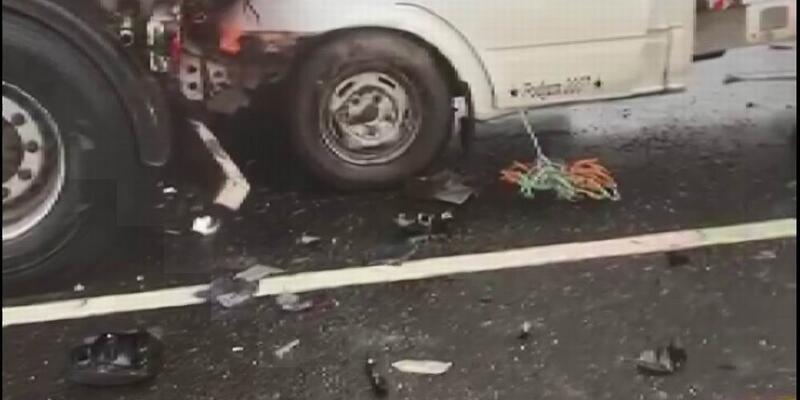 Sis yüzünden 15 araç birbirine girdi