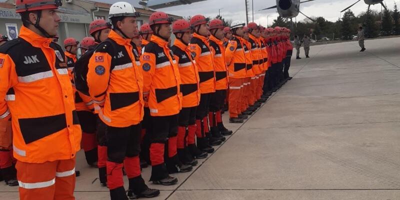 MSB: TSK'ya ait arama kurtarma ekipleri Van'a görevlendirildi