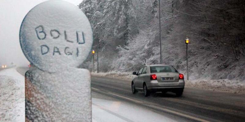 Bolu Dağı'nda kar nedeniyle ulaşım yavaşladı
