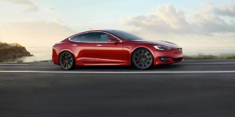2018 yılına ait olan Tesla Model S kazası kameralara yansıdı