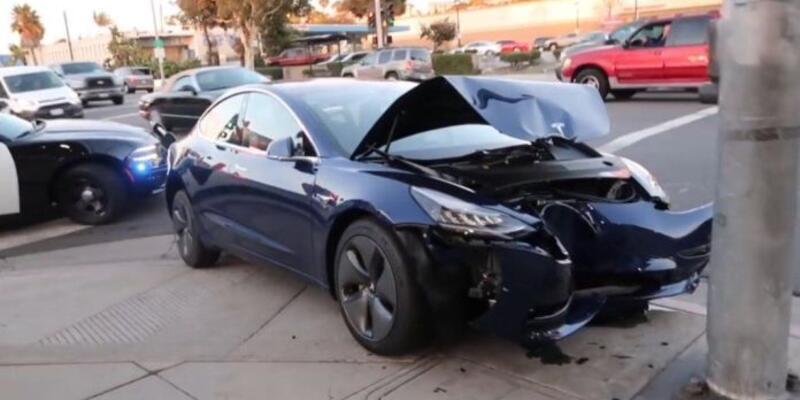 Tesla Autopilot kazası şaşırtmaya devam ediyor