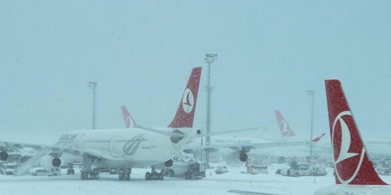 Erzurum ve Erzincan'da hava ulaşımına kar engeli