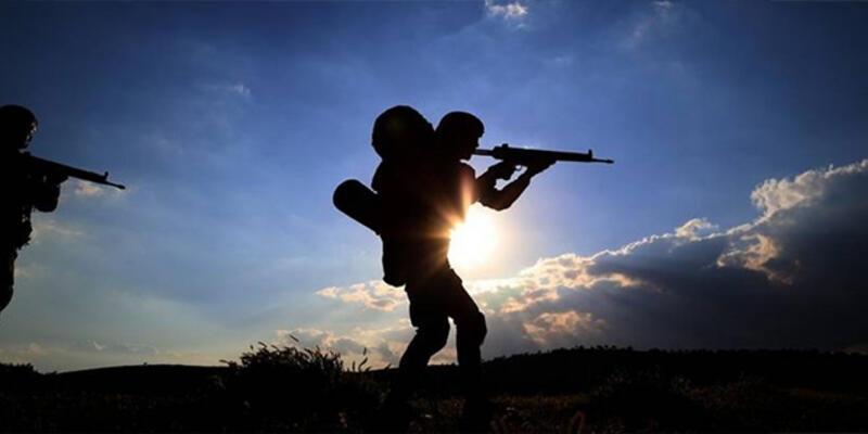 Son dakika... Suriye'nin kuzeyinden kaçan 2 PKK/YPG'li terörist teslim oldu