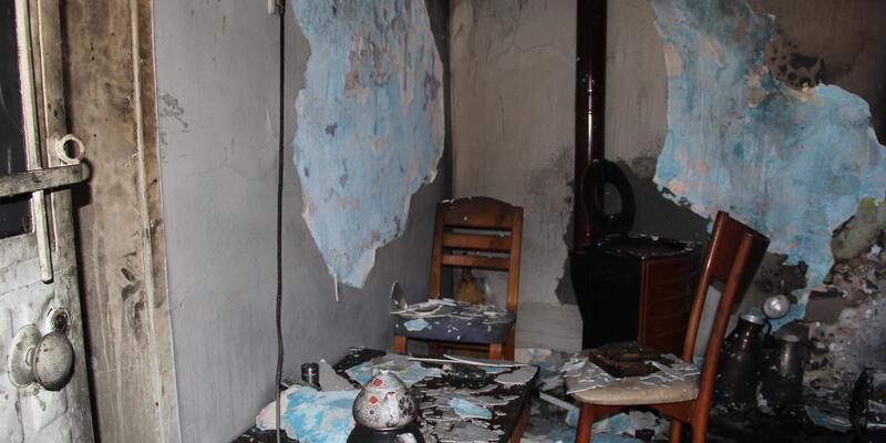 Yanan sobaya tiner döken iki kardeş yaralandı