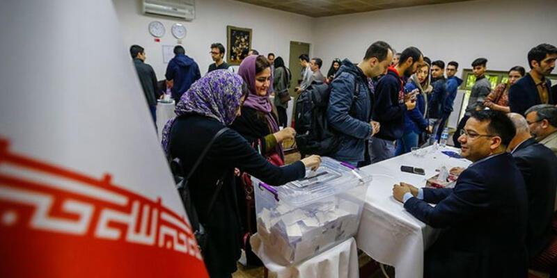 İran'da reformistler halkı sandığa gitmeye çağırdı