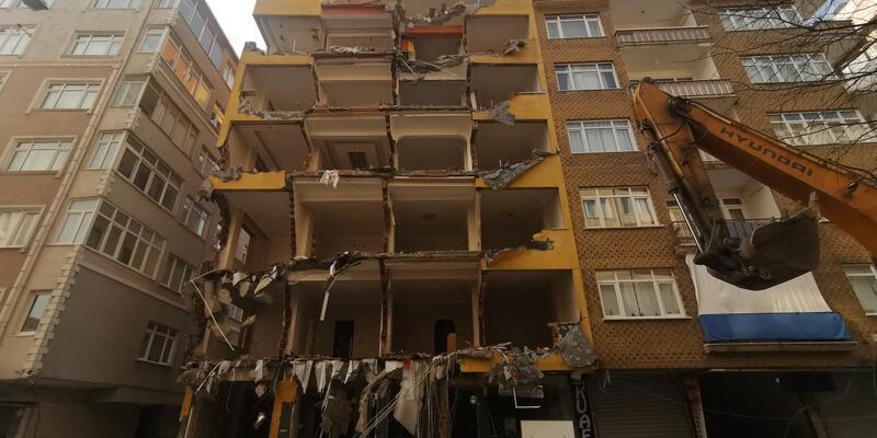 43 yıllık bina yıkıldı