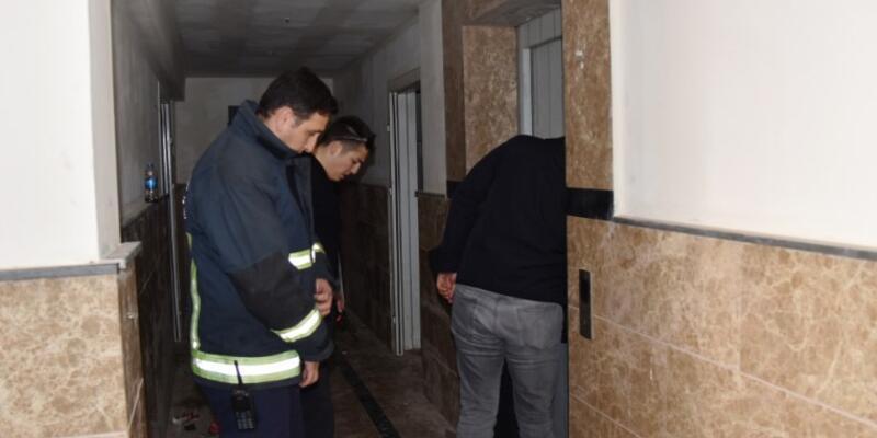Asansör boşluğundan erkek cesedi çıktı