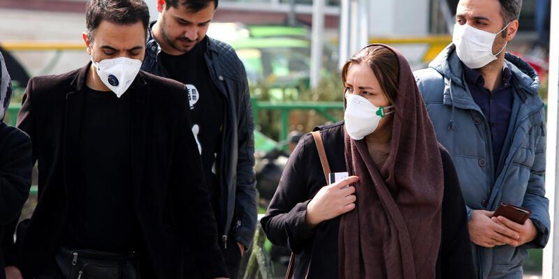İran'ın 12 eyaletinde koronavirüs nedeniyle eğitime ara verildi