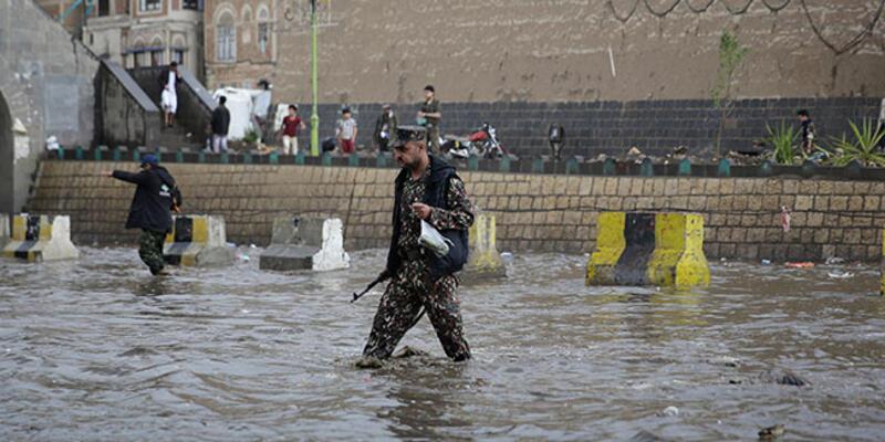 İran'da sel felaketi can aldı