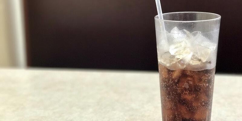 Uzmanından gazlı içecek uyarısı: Erken ergenliğe yol açabiliyor