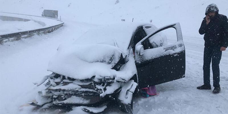 Yoğun kar yağışı kazaya sebep oldu