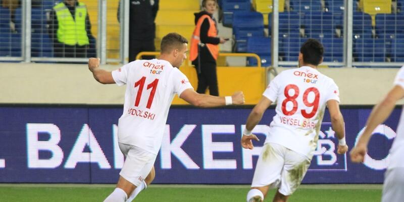 Lukas Podolski puanı getirdi
