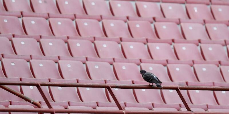 Polonya'da futbol maçları seyircisiz oynanacak