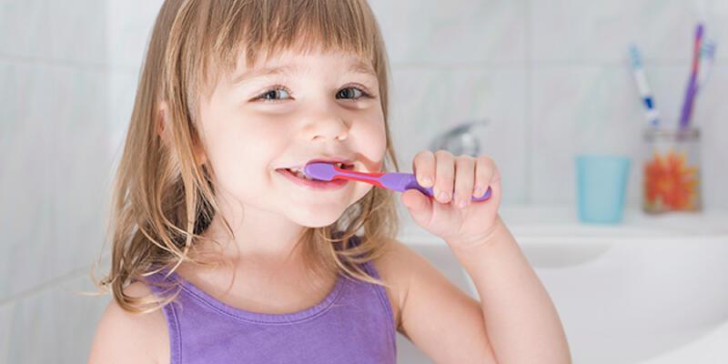 Çocuklar ne zaman diş fırçalamaya başlamalı?