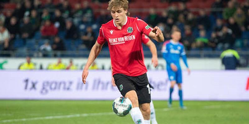 Hannover 96 forması giyen Timo Hübers koronavirüse yakalandı