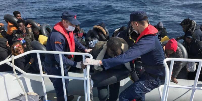 Yunanistan'ın ittiği göçmenleri Türk sahil güvenlik kurtardı