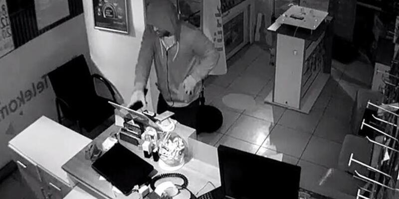 20 saniyede 3 telefon çalan hırsızlar kaçamadı