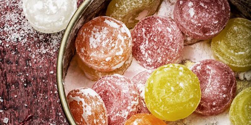 Uzmanlardan koronavirüs uyarısı: 'Tavuk suyu çorba ve şekerli pastil tüketmeyin'
