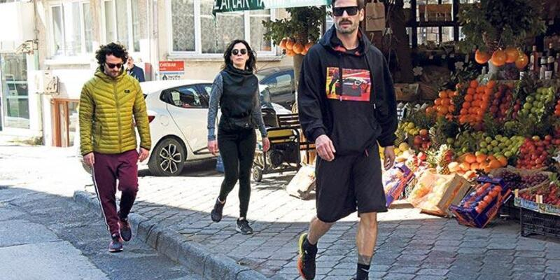 Özge Özpirinçci-Burak Yamantürk çifti yürüyüşte
