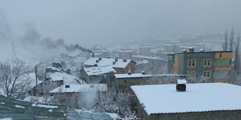 Kar esareti sürüyor; 14 köye ulaşılamıyor