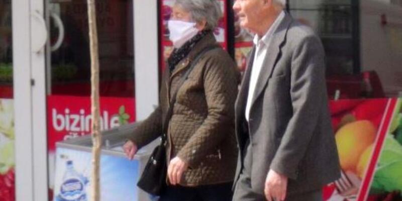 Eczane ve hastaneye gidecek yaşlılara taksiler 10 lira