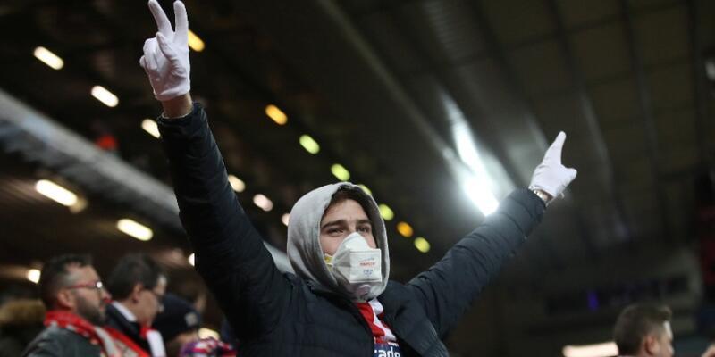 İngiltere Premier Lig'de erteleme 1 ay uzatıldı