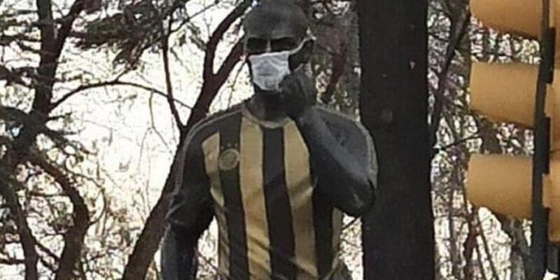 Heykeline maske takılan Alex teşekkür etti