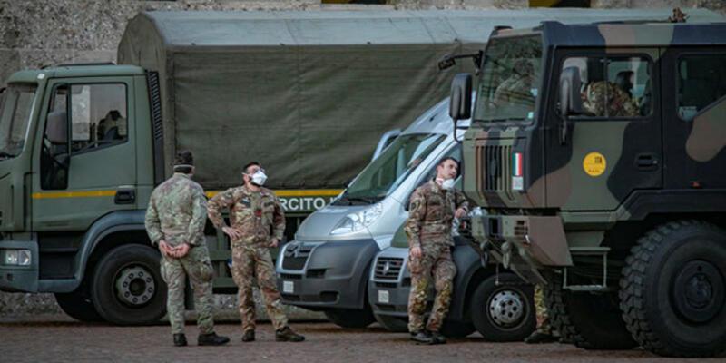 Türk yazar İtalya'daki son durumu anlattı: Cenazeler askeri kamyonlarla taşınıyor