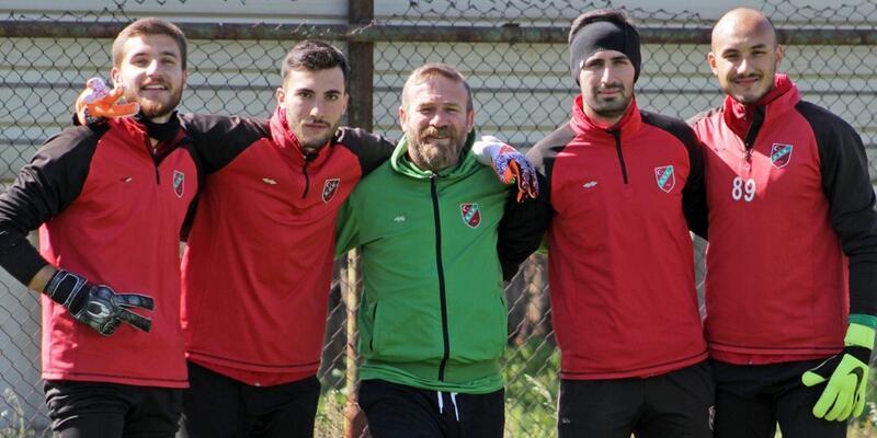 Karşıyaka'da 4 futbolcu eve gitmedi
