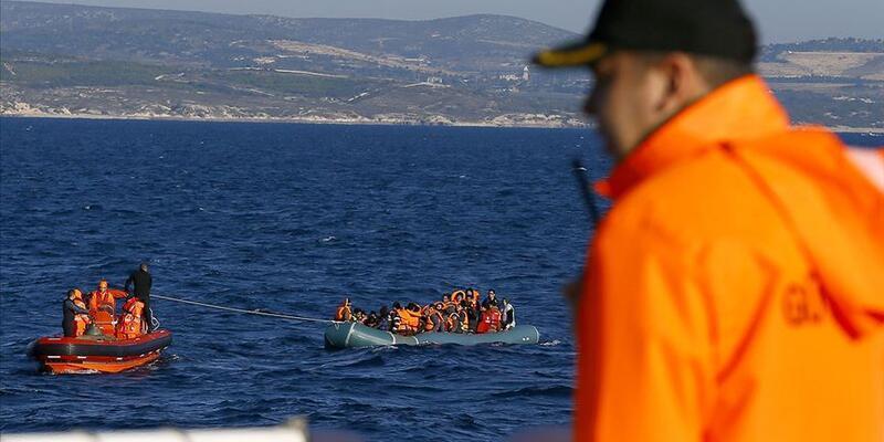İzmir açıklarında 30 göçmen yakalandı