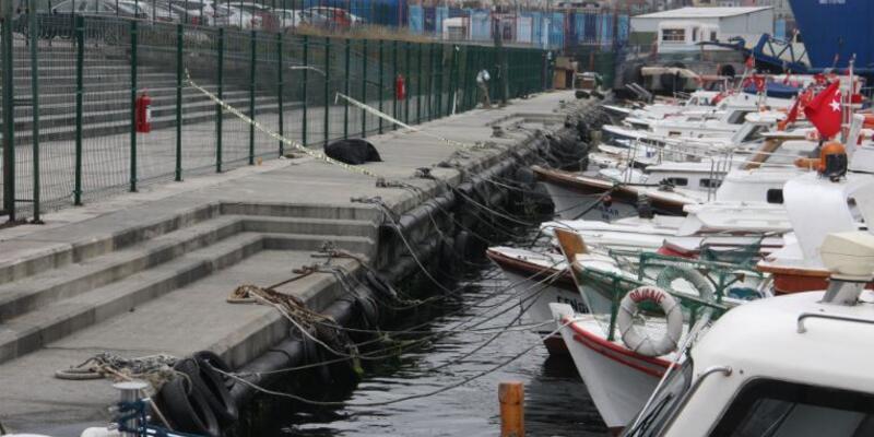 Teknede yaşayan balıkçı denize düşerek öldü