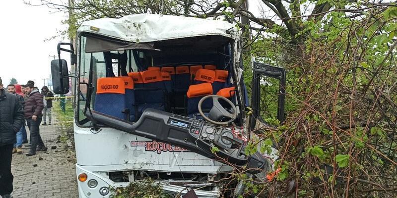 Minibüsün çarptığı direğin altında kalan işçi öldü