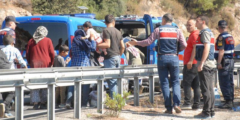Van'da kaçak göçmenlerin taşındığı minibüs devrildi: 20 yaralı