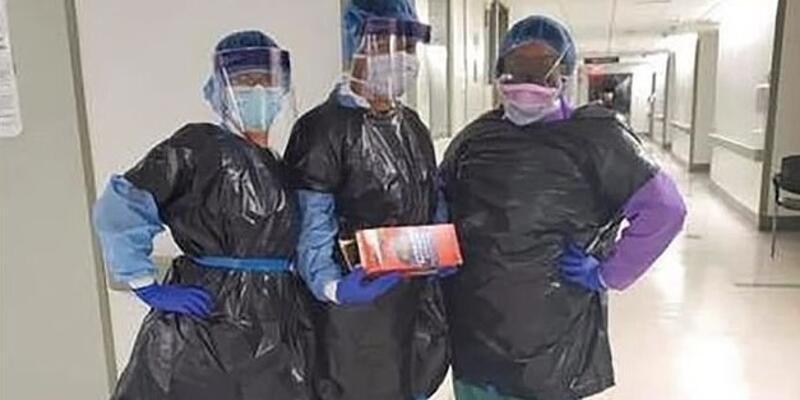 New York'ta önlükleri tükenen hemşireler, korunmak için çöp poşeti giydi
