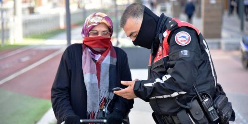 Pazara çıkan 70 yaşındaki kadını evine polis götürdü