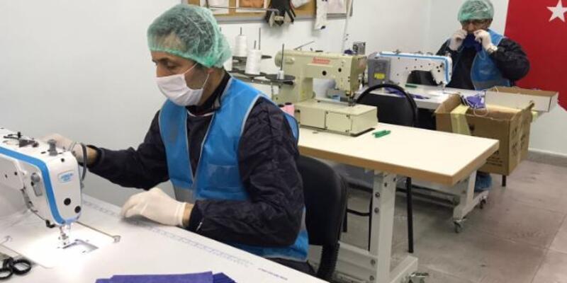 Denetimli serbestlik yükümlüleri sağlık çalışanları için maske üretiyor